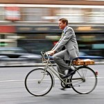 bike homem bicicleta 1 150x150 - Andar de bicicleta emagrece, traz bem-estar e faz bem para a saúde