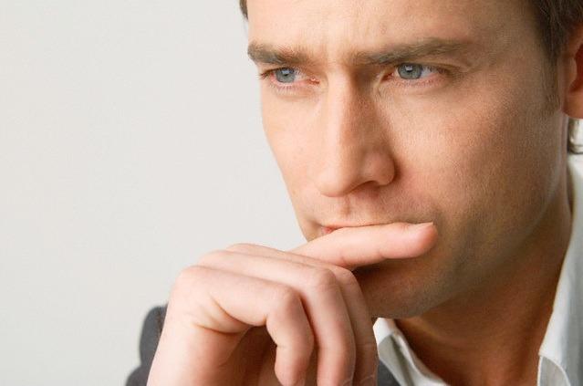 pensativo3 - Truque de linguagem corporal