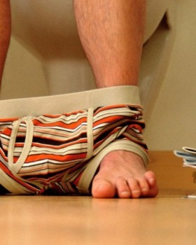 homem xixi urinar sentado alexandre taleb 3 280x350 - Homens devem urinar sentados na madrugada