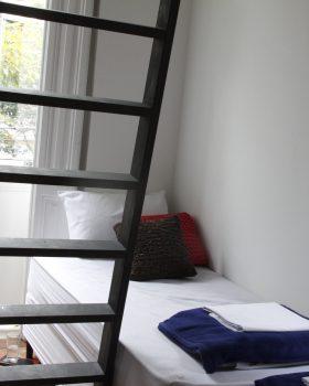 hospedaria rio quarto mezanino sacada 280x350 - Hospedaria Rio, aconchego e cuidado num casarão pra chamar de seu