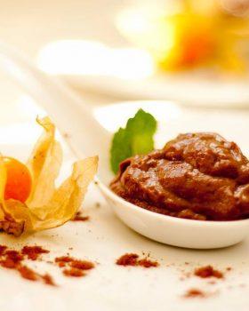 chocolate de abacate 280x350 - Páscoa sem culpa - É possível manter uma alimentação saudável e equilibrada no período optando por chocolates com alto teor de cacau